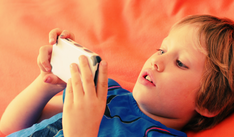 """Giving Your Child A Smartphone Is """"Like Giving Them Drugs"""" Says Top Addiction Expert"""
